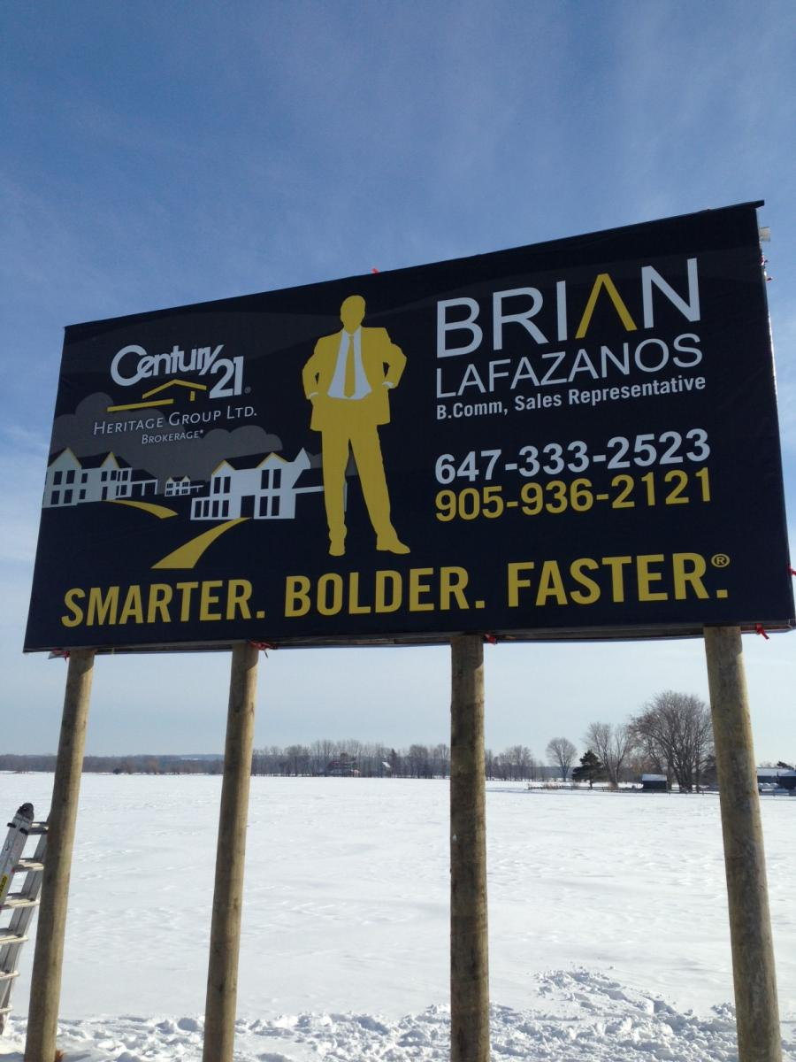 While the tag line here could be improved to show how this Realtor will help the home seller or buyer, their brand is consistent on print and on their signage.
